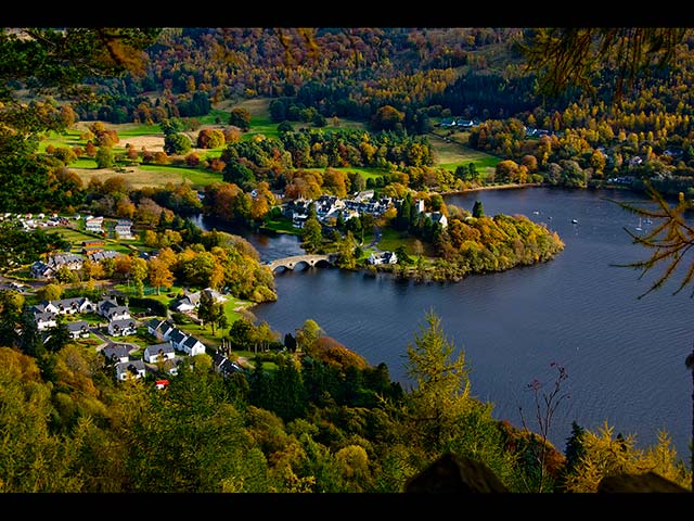 Small-but-beautiful-town-of-Kenmore.jpg